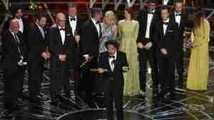 via: http://www.npr.org/blogs/thetwo-way/2015/02/23/388296682/2015-oscar-for-best-picture-goes-to-birdman
