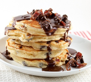 via: http://evilshenanigans.com/2011/02/chocolate-chip-and-candied-bacon-pancakes-with-nutella-maple-syrup/