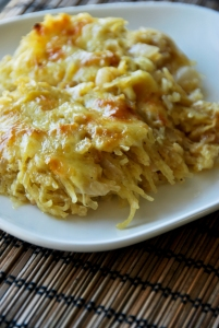 via: http://akitchencafe.com/2014/12/05/spaghetti-squash-au-gratin-with-caramelized-onions/